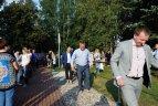 """Marijampolės bėgimo bendruomenė miestui padovanojo """"Basakojų sveikatingumo taką""""."""