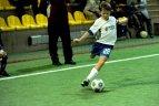 2010 02 28. Sportima arenoje rungtyniauja jaunieji Vilniaus futbolininkai.