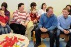 Minėdami Tarptautinę kovos su vėžiu dieną futbolininkai ir žurnalistai lankė vėžiu sergančius vaikus