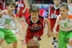 Rungtyniauja jaunieji krepšininkai.