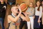 """Vilniaus """"Žemynos"""" gimnazijos moksleivių ir pramogų pasaulio atstovų komandos """"Kažkur matyti"""" rungtynės"""
