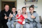 Lietuvos rinktinės futbolininkai lankėsi Santaros ligoninės vaikų onkohematologijos skyriuje.