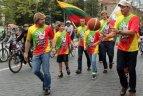 """2011 08 21 Akcijoje """"Varom už Lietuvą"""" Vilniuje dalyvavo žinomi žmonės."""