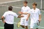 Lietuvos teniso rinktinė džiaugiasi pergale dvejetų mače prieš slovėnus ir dėkoja sirgaliams už puikų palaikymą