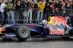 """""""Formulės 1"""" piloto Davido Coulthardo pasirodymas Vilniuje pritraukė tūkstančius žiūrovų"""