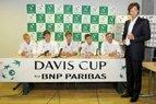Prieš Daviso taurės mačą tenisininkams įteikta sėkmę atnešusi trispalvė ir pažadėtos premijos